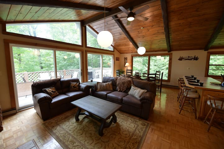 Walk to MT Snow! Updated, clean and cozy home!!!!!