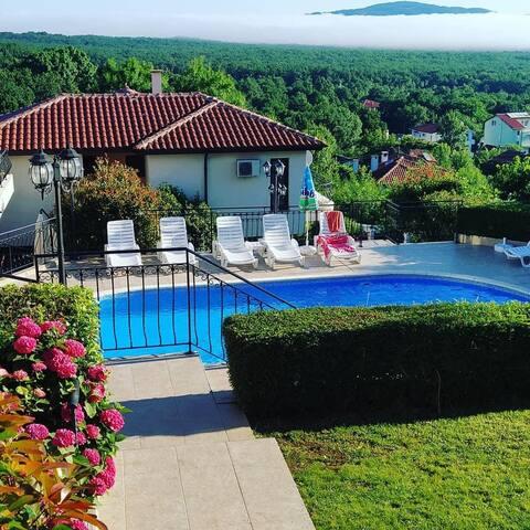 Private villa with great views near Perla beach