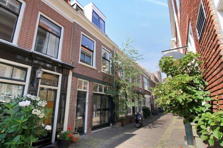 Private Room + Bathroom in Old Town Haarlem