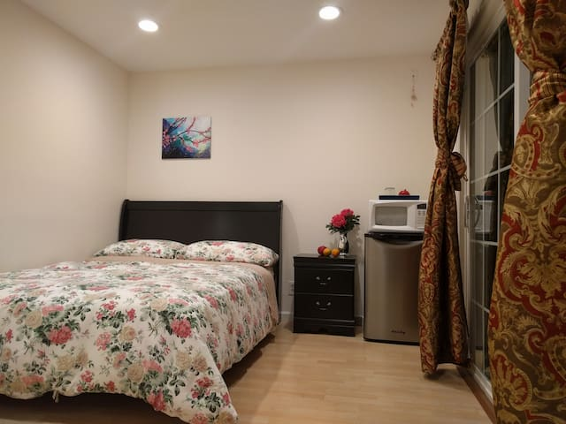 PRIVATE ENTRANCE & BATH,CLEAN,COZY! - Sunnyvale - House