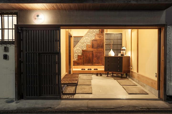1 min walk from Sengaku-ji St.!! Designer refurbished 2-storey old private house / Free WiFi + Breakfast !!