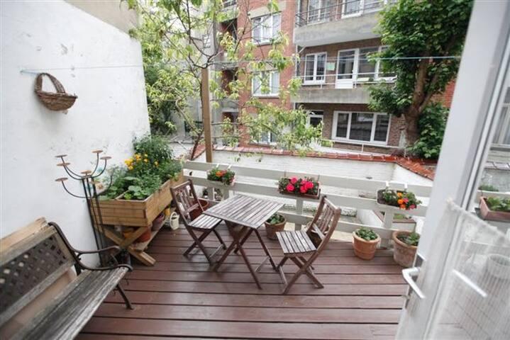 Chambre lumineuse et cosy dans maison avec jardin