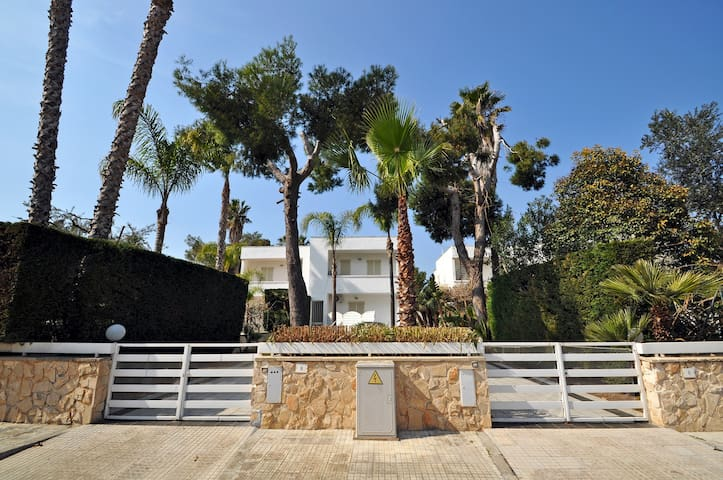 Villa 5 beds 200 meters from the sandy beach