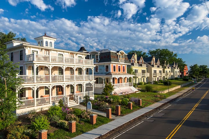 Marina Point Villas at the Saybrook Point Inn