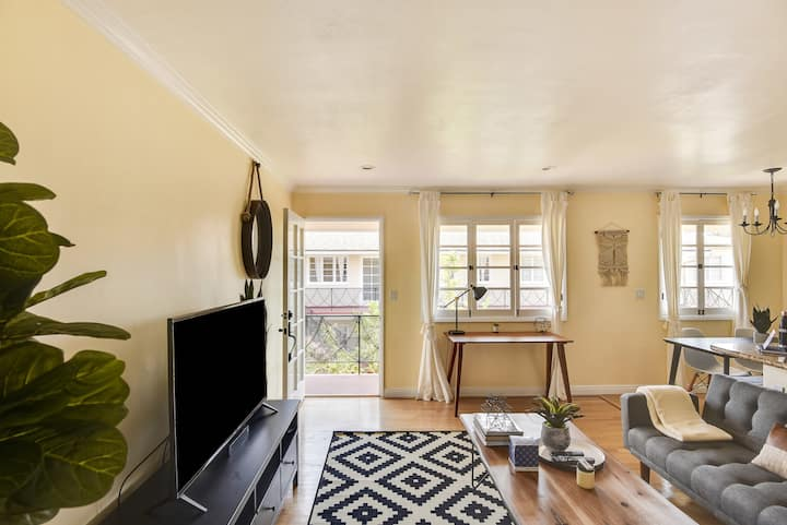 Mid Century Modern 1Bed/1Bath at 10th & Wilshire