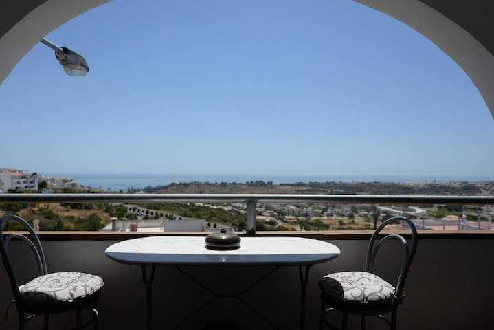 Apartment with view 800m from the beach and marina