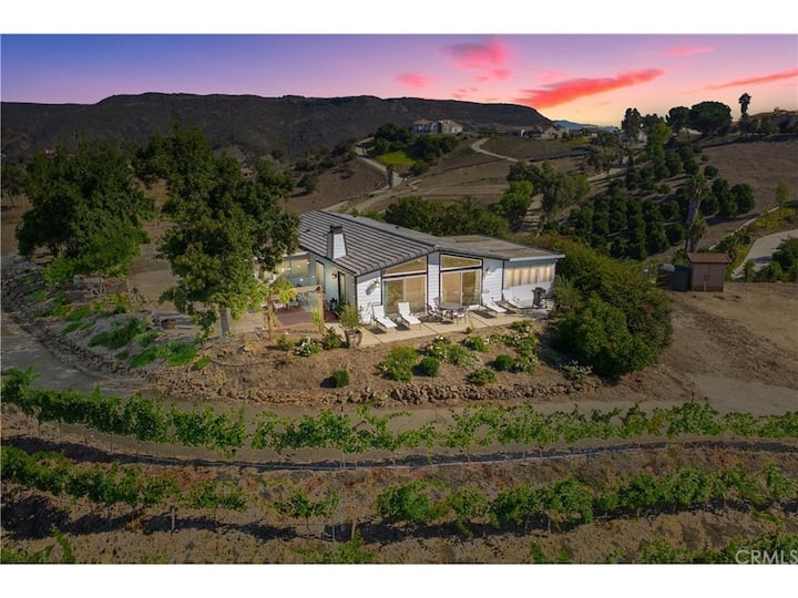 BEAUTIFUL VINEYARD PROPERTY AMAZING VIEWS &NEWPOOL