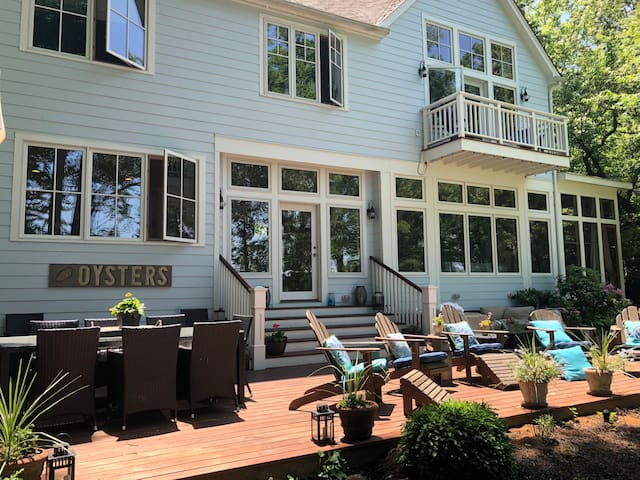 Large, modern waterfront in Severna Park