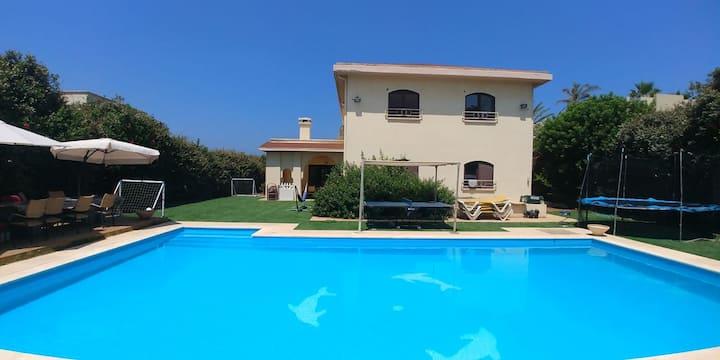 Delightful Villa with Pool & Close Beach Access