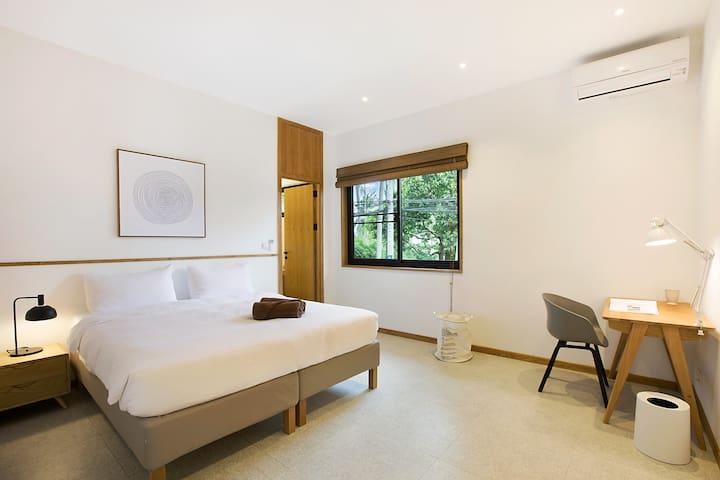 East villa - Twin Bedroom 3