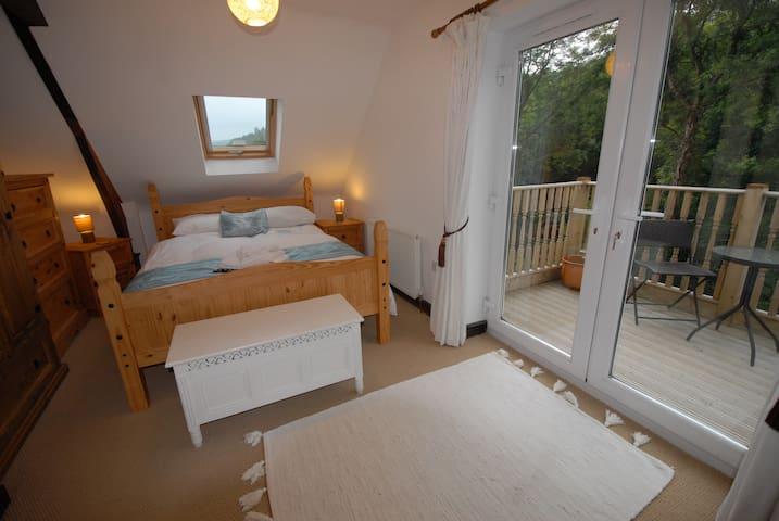 Main Bedroom + Ensuite