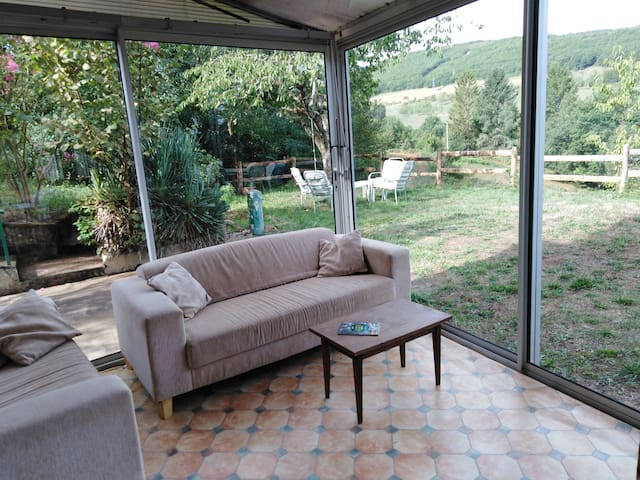 Gîte familial 8 Pers 4 Ch 2 SdB en Quercy nord Lot