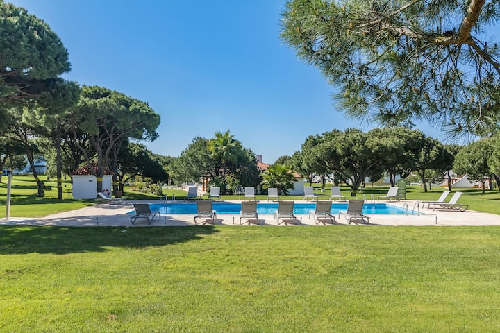 Lovely 2 Bedroom Apartment in Vila Sol Golf Resort
