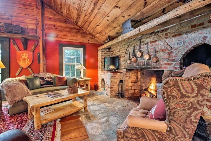 NEW! Custom Cabin in Little Switzerland w/Fire Pit