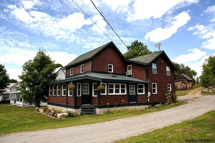 Beautiful Renovated Adirondack Getaway min to Gore