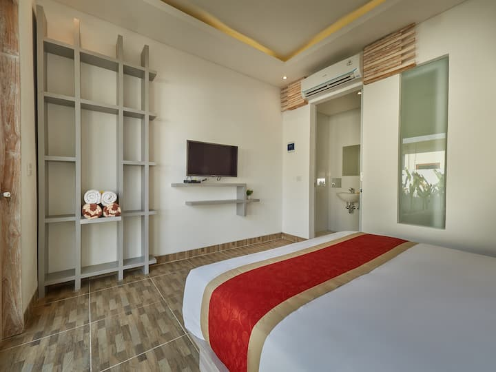 Cozy Stay in Deluxe Room near Nyang-Nyang Beach