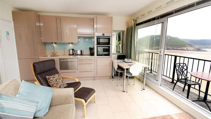 9_303 Redcliffe Apartments, Caswell Bay