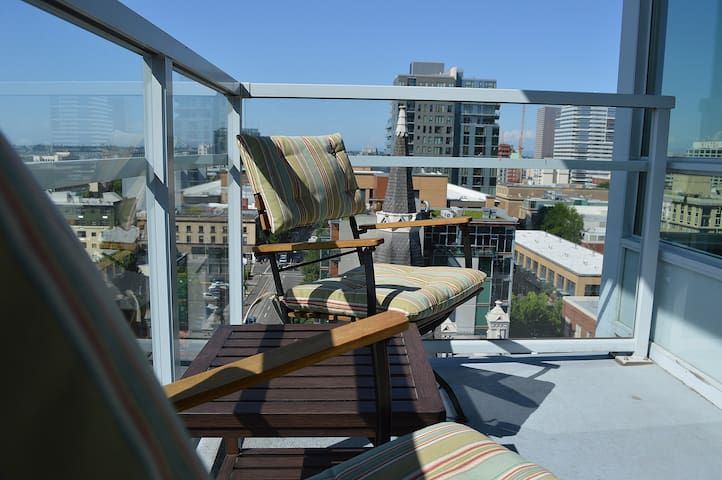 Highrise Condo Downtown w/ City Views!