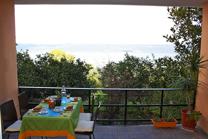 *Captain's House in Souda* Both garden & sea view!