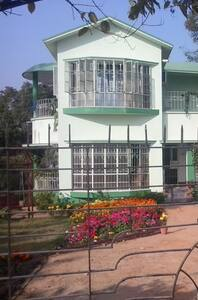 Neemphal the serene bungalow surrounded by trees - Santiniketan - Μπανγκαλόου
