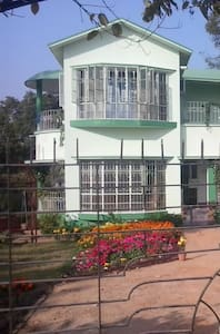 Neemphal the serene bungalow surrounded by trees - Santiniketan - Bungalow