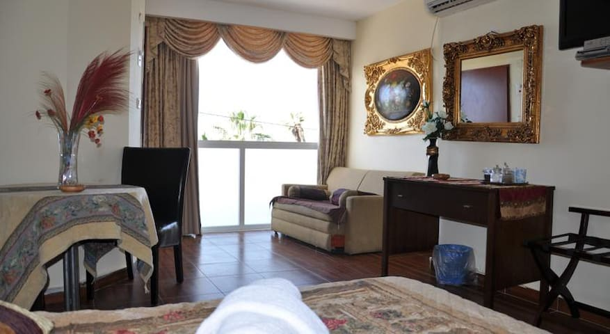HOTEL BAT YAM-DELUXE SUITE - Bat Yam - Bed & Breakfast