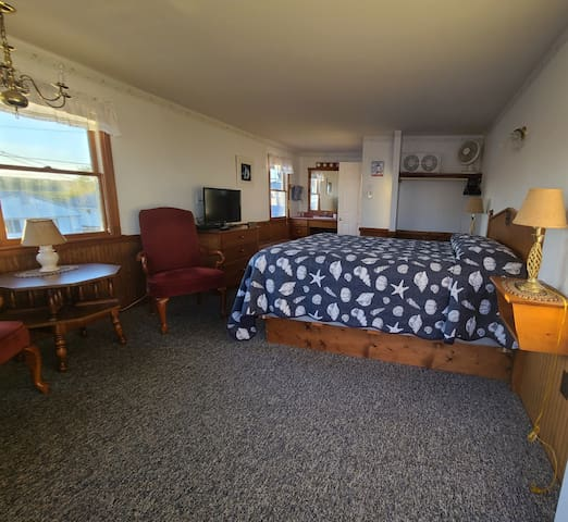 Motel Room - 300 feet from Beach! Ocean view, 1 Queen Bed