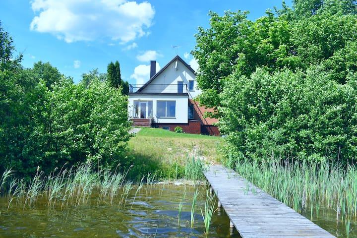 Linkmenys Villa on the lake