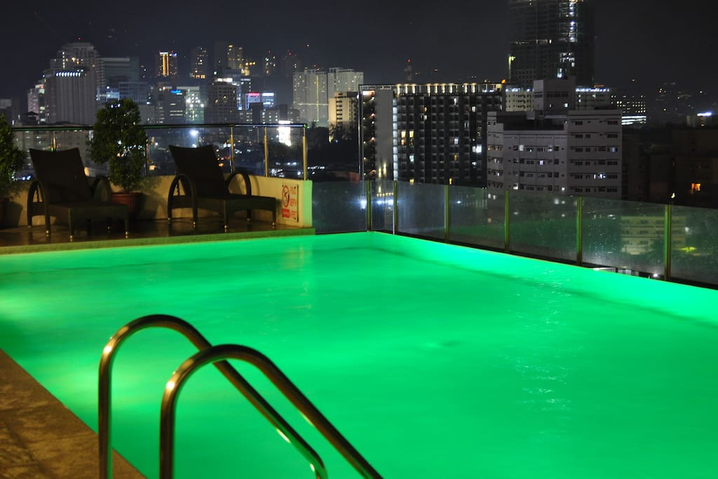 This is your view of the pool area during night time.