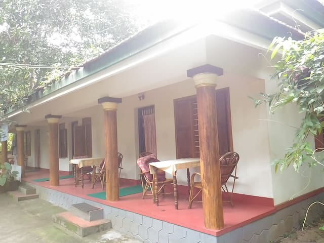 Twin Deluxe Bed Cottage Near Punnamada Lake - Alappuzha - House