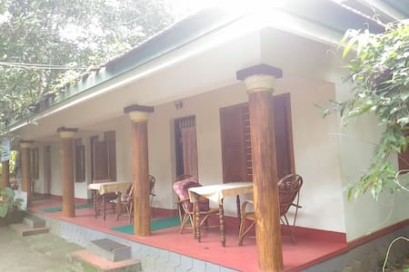 Twin Deluxe Bed Cottage Near Punnamada Lake - Alappuzha