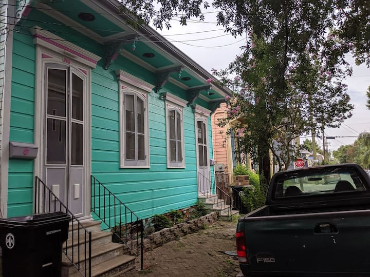 Private Bywater Studio with own front entrance
