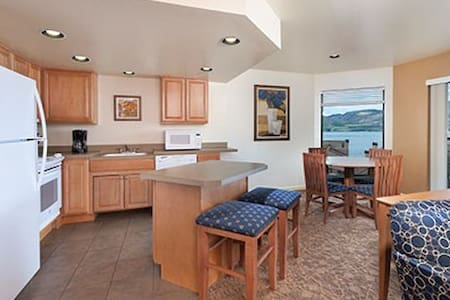 Lake Chelan Shores Sleeps 6-8 - 奇兰(Chelan) - 连栋住宅