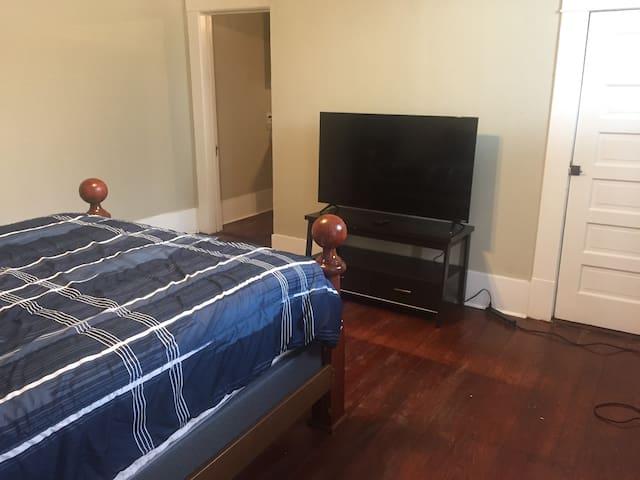 Bedroom/TV