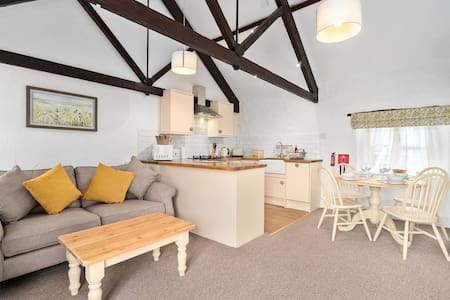 Relax at Mill Cottage in Marldon, Paignton, Devon