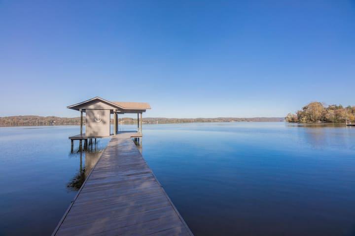 'Watts Not To Love'  Luxury Waterfront Log Cabin