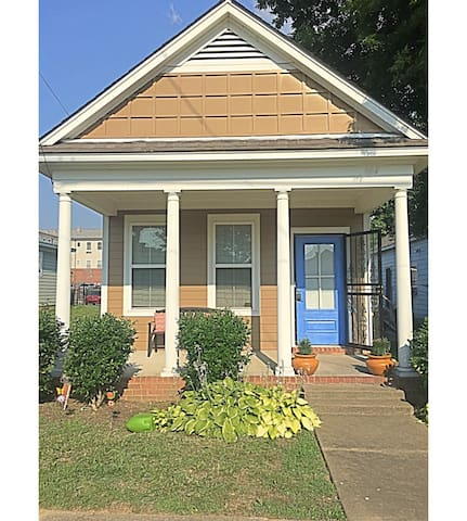 PRIVATE BLUE DOOR COTTAGE NEAR DOWNTOWN & MAIN ST. - Memphis - Casa