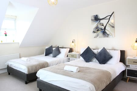 ⭐♥ 4 Bed - 5 Minutes to NEC/Airport ♥⭐ Hawk
