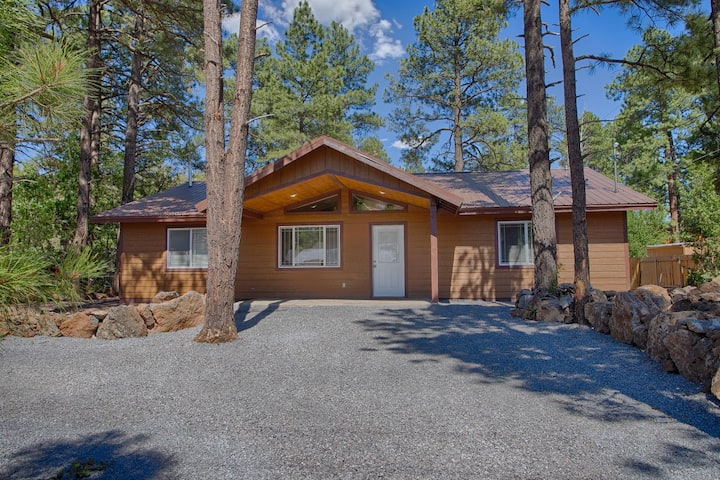 Pinetop cabin 3 bedroom. Perfect getaway home