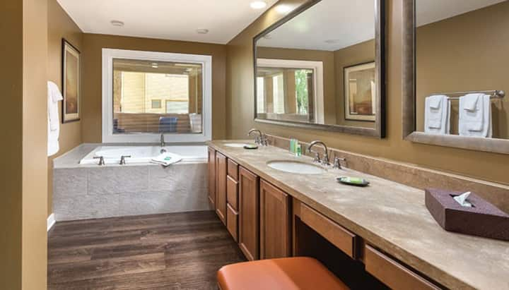 Private Condo in Scottsdale-Orange Tree Resort