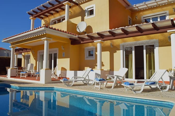 Beautiful 4 Bedroom Villa with Heated Pool & WIFI - Amoreira - Huis