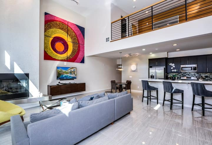 Modern townhouse w/ private pool and spa, wonderful backyard & great location