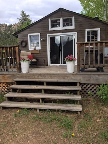 Guest Cabin in the Woods-Sleeps 4