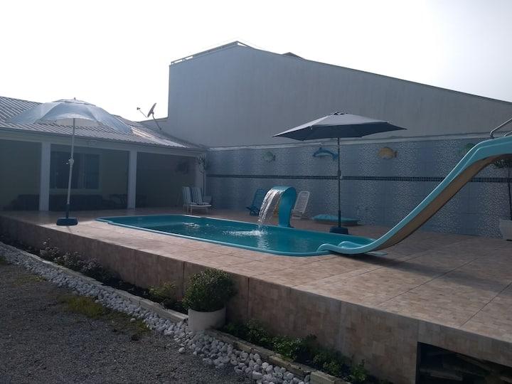 Casa com piscina Caiobá