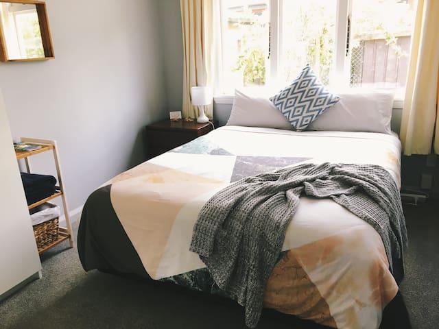 Cozy Queen Bedroom in Garden Cottage