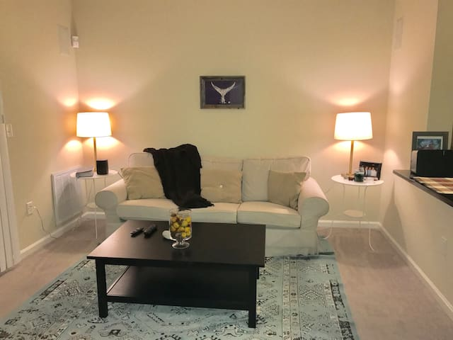 **The Plaid Palace** Cozy, warm, nook near Boston!