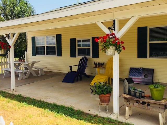 Meadow Farm Cottage, Home away from Home, Sleeps 6