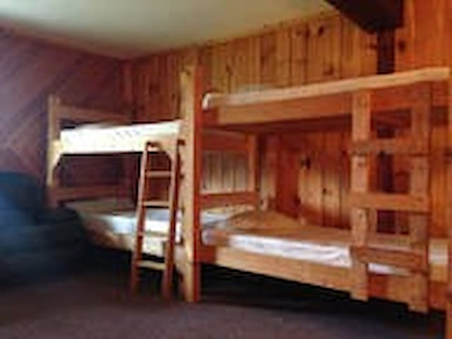 The Bunkhouse at Cascade Ski Lodge - room 1 - Lake Placid - Lägenhet