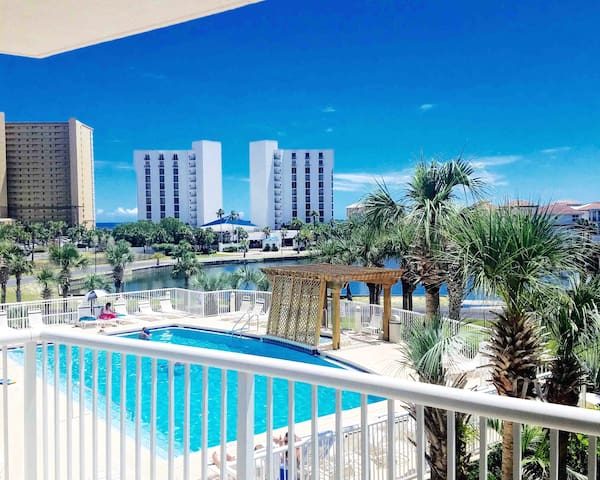 Oceanside condo! The best location in Destin !