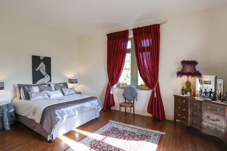 Medoc Room - Chateau Le Lout - Le Taillan-Médoc